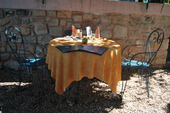 Ayen, Prancis: Table sur la terrasse