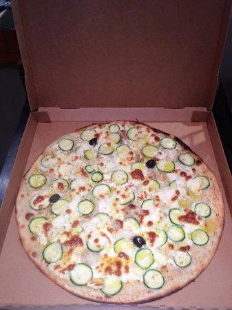 Le Thor, France : Zucchini / Crème, chèvre, courgette, mozza avec un filet d'huile d'olive