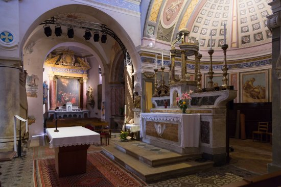 Choeur et chapelle latérale de l'église de Biot