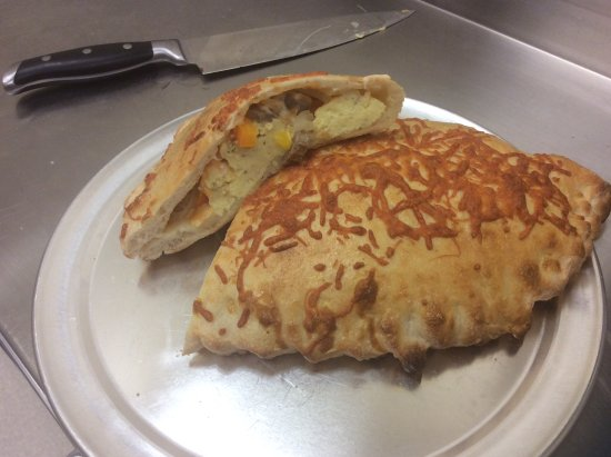 Grand Manan, Canadá: Our Breakfast Calzone. Yes it is ok to eat pizza in the morning!
