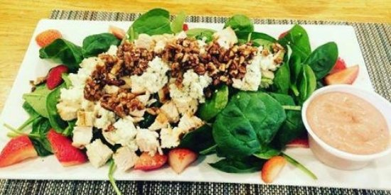 Juno Beach, FL: Spinach Salad with Strawberries & Grilled Chicken