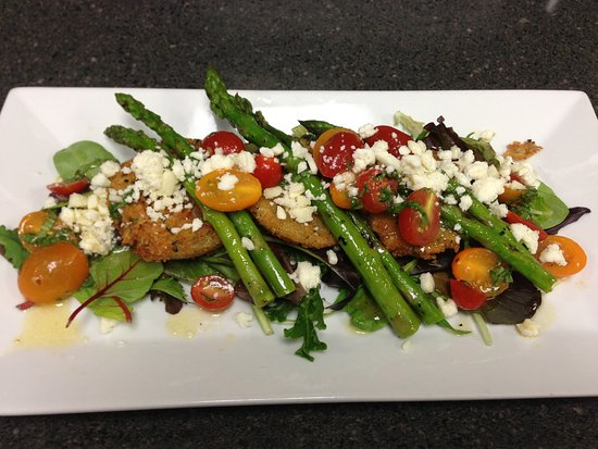Juno Beach, FL: Fried Green Tomato Salad with Asparagus & Heirloom Tomatoes