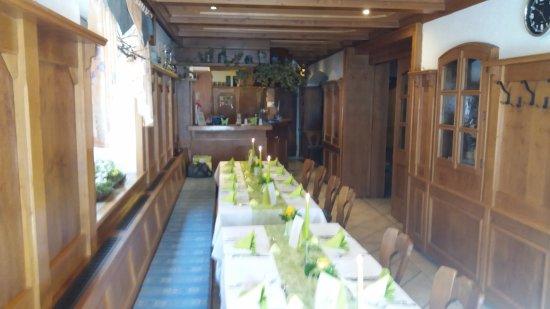 Spalt, Germany: Kleine feine Tafel in der Gaststube