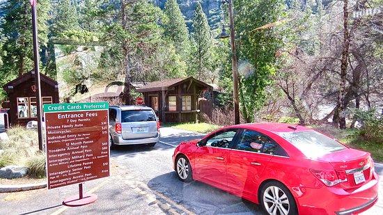 Extranomical Tours: Entrance to Yosemite Nat'l Park