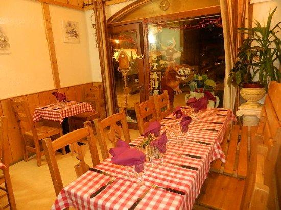 Aillon-le-Jeune, Francia: salle à manger - intérieur