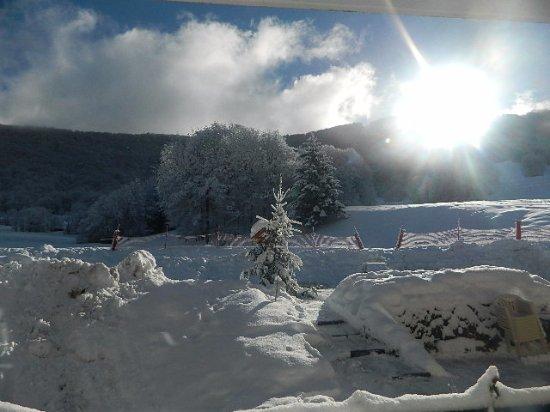 Aillon-le-Jeune, Francia: salle à manger - extérieur (en terrasse) - hiver