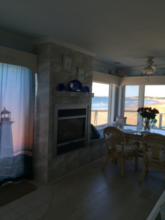 East Lawrencetown, แคนาดา: Seaspray Suite...surrounded by the Sea!