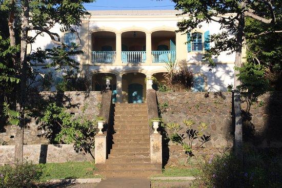 Saint-Gilles-les Hauts, Reunion Island: Vue de la demeure de madame DESBASSAYNS vue du parc