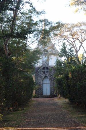 Saint-Gilles-les Hauts, Reunion Island: La chapelle exigée par madame DESBASSAYNS aux fins entre autre d'évangéliser les esclaves
