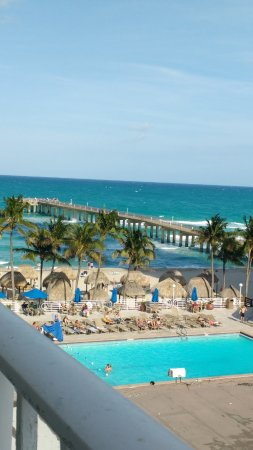 Sunny Isles Beach, FL: area da piscina vista de quarto