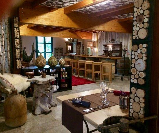 Saint-Beauzeil, France : Bistrot et Bar à Vin du Château