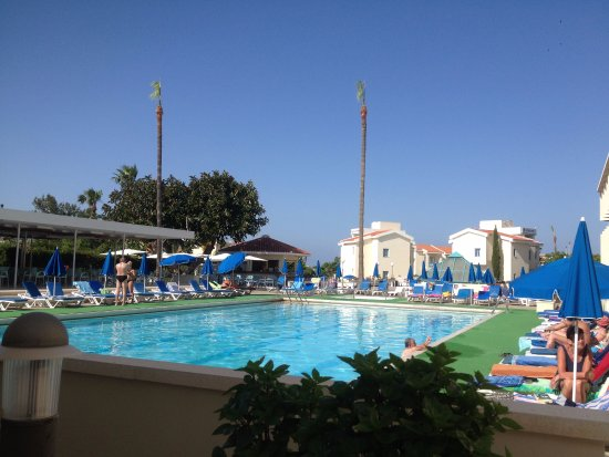 Kissos Hotel: Lovely pool - deep end only about 1m 350