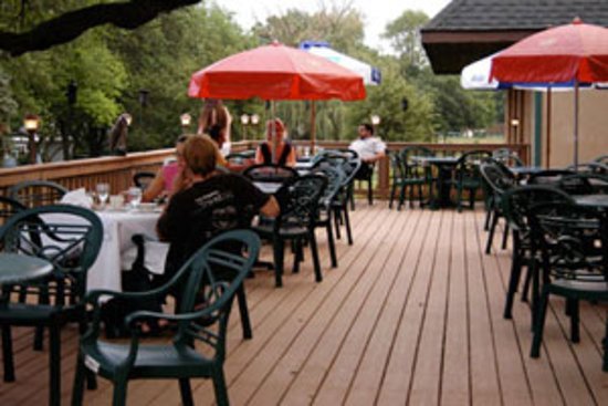 Glendale Heights, IL: Relaxing out on the patio