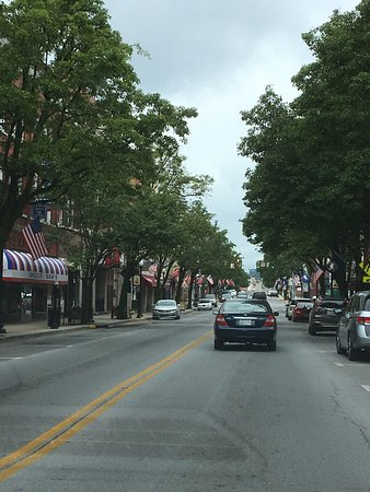 Bristol, VA: Love the  Tennessee and Virginia flags lining both sides of the street