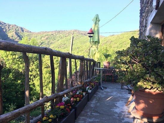 La Bastide de Trémiéjols : vue du balcon donnant sur la salle à manger