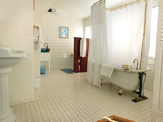 suzanne s bathroom picture of pensacola victorian bed and rh tripadvisor com
