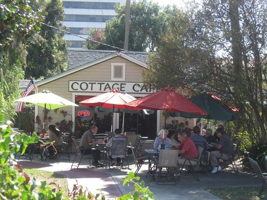 Pensacola Victorian Bed and Breakfast: Cottage Cafe