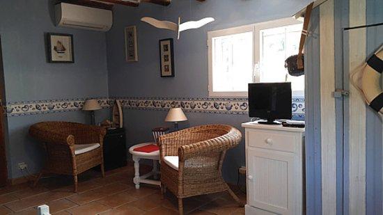 Le Beausset, France: Chambre Marine climatisée avec coin Salon