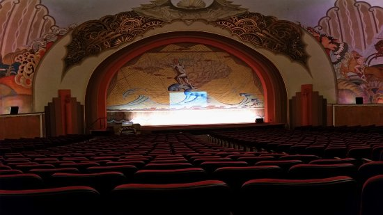 Catalina Island Casino: Inside the theater, so beautiful and unbelievable sound