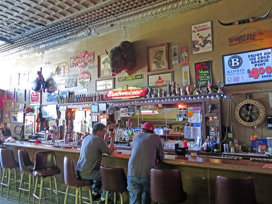 Drift Inn Saloon: We were there mid-afternoon during the week. Nice bar back.