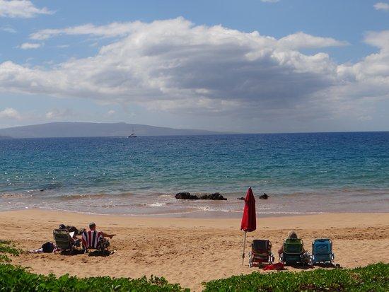 Days Inn Maui Oceanfront: пляж прям в 10 метрах