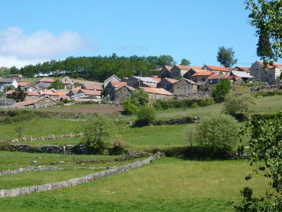 Norte de Portugal, Portugal: Lamas de Olo in de verte en niemand te bespeuren.