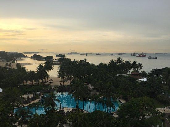 Shangri-La's Rasa Sentosa Resort & Spa: Вид из номера отеля