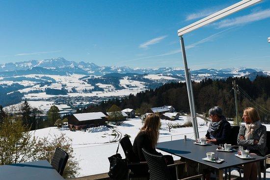 Abtwil, สวิตเซอร์แลนด์: Aussicht von der Panoramaterrase im Landgasthof Säntisblick