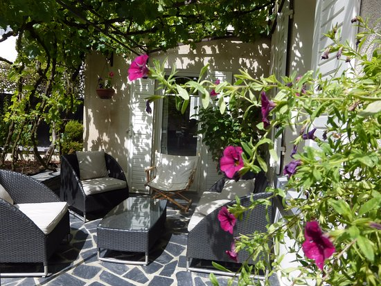 L'ANGEVINE: Guest house: le coin terrasse
