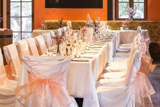 Sumeg, ฮังการี: csodálatos esküvői terítés, díszítés :-)