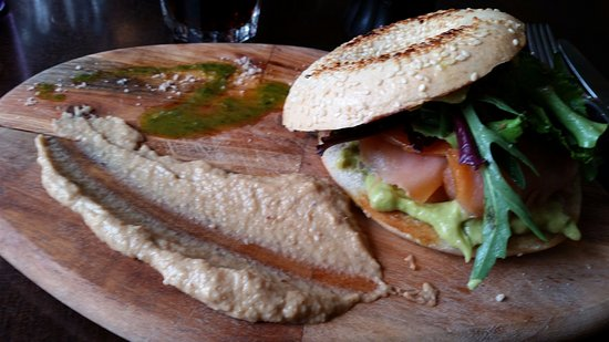 Borgarnes, Islandia: Smoked salmon and avocado bagel