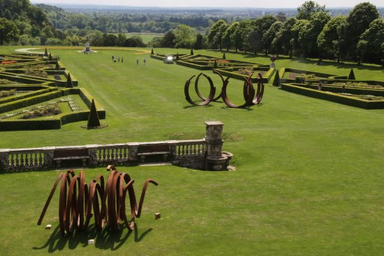 Taplow, UK: The main garden, with sculpture, at back of Cliveden