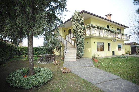 Cadoneghe, Italy: Giardino