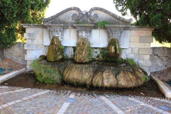 vraie qualité meilleur prix pour sortie de gros Фонтан Три Маски - Picture of Fontaine aux Trois Masques ...