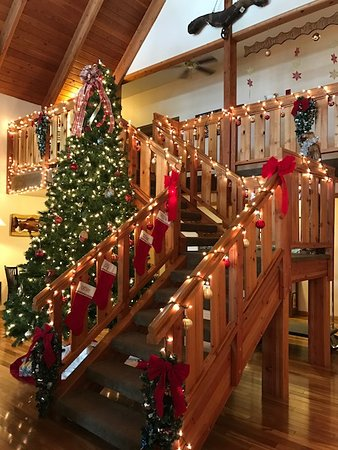 Ashford, WA: Decorated for Christmas