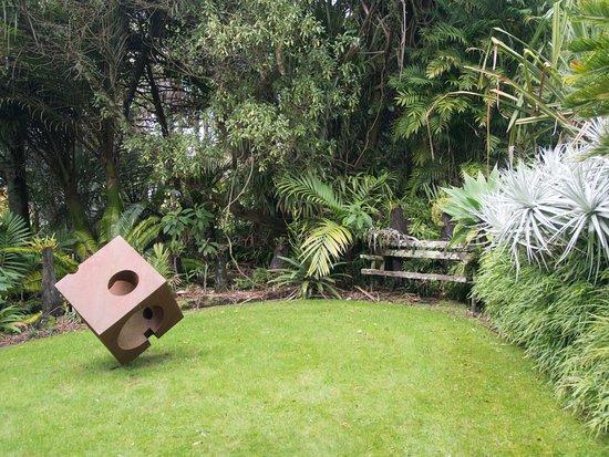 Whanganui, New Zealand: Tilted cube sculpture