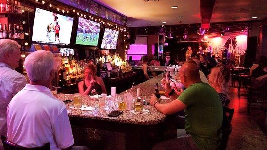 Lewisville, TX : Hat Tricks Sports Bar & Grill