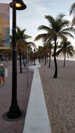 Fort Lauderdale Beach: Sea wall