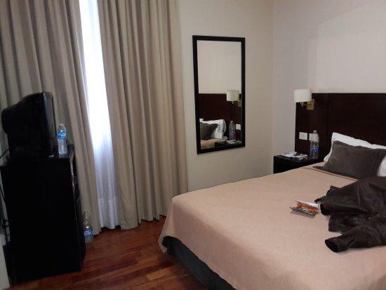 Europlaza Hotel & Suites: TA_IMG_20170525_143327_large.jpg