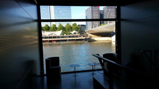 Vue du couloir photo de hotel off paris seine paris for Le jardin hivernal du off paris seine