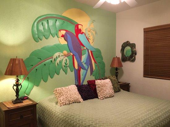 Sonoran Sun Resort: Parrot Bedroom