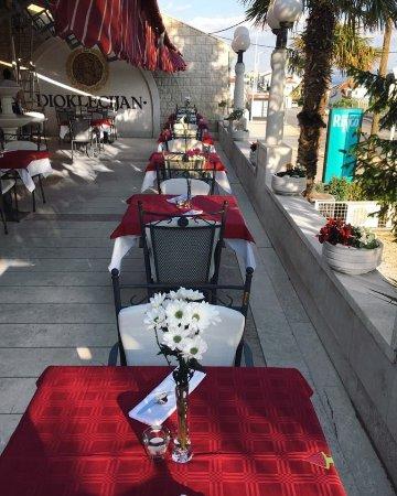 Podstrana, Croatia: Wine and dine