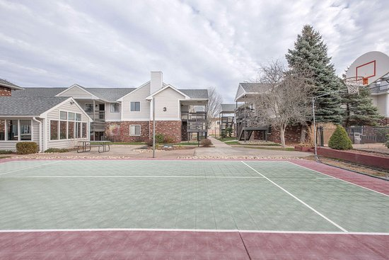 Manchester, CT: tennis and basketball court