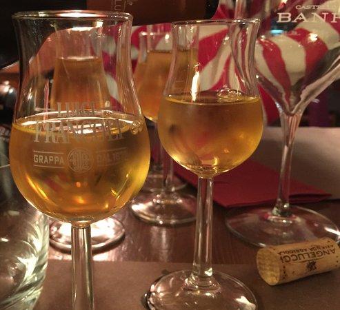 Vineria per Passione: Savor some new wines.