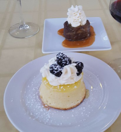 Touchet, WA: Chocolate bread pudding and lemon cake dessert.