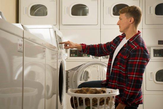 Darien, إلينوي: Laundry Room
