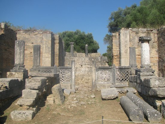 Olímpia Antiga: The remains of the workshop of Phidias, that was also a church in-between.