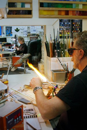 Jim Thorpe, Пенсильвания: Nic and Eileen in our art glass studio
