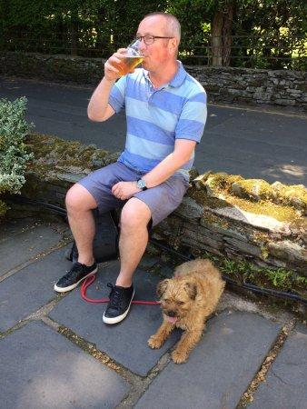 Tweedies Bar: Enjoying a drink