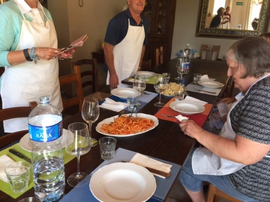 Tuscan Cooking Class : Sitting down to eat what we cooked